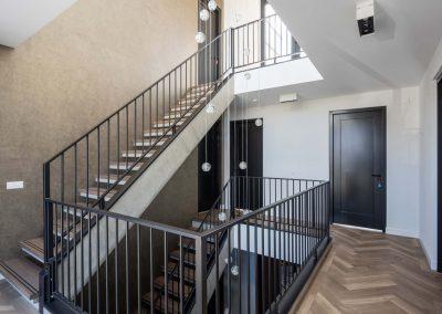 Herenhuis 010 - JURY 02 - entreehal trappen verlichtingsarmatuur interieur